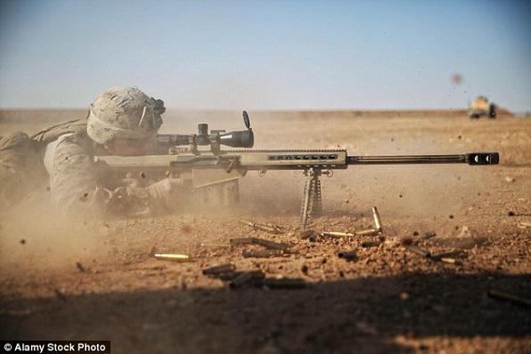 Un tireur d'élite tue 4 djihadistes et sauve 12 otages qui allaient être incinérés vifs