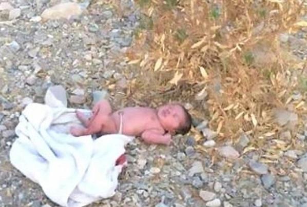 Oman Un bébé de deux jours, avec son cordon ombilical, retrouvé abandonné au sol