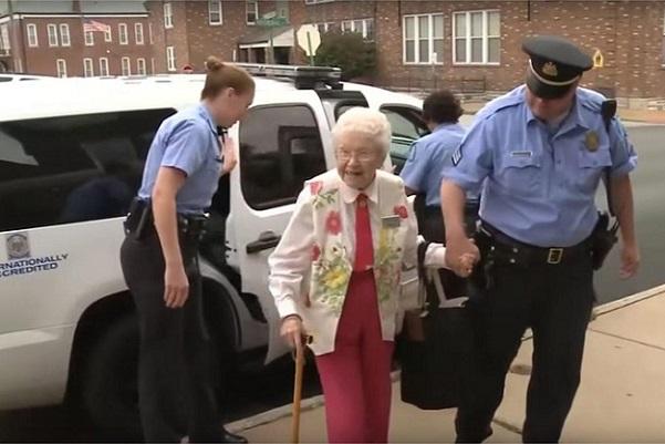 Etats-Unis A 102 ans, Mamy réalise son rêve, elle se fait arrêter par la police