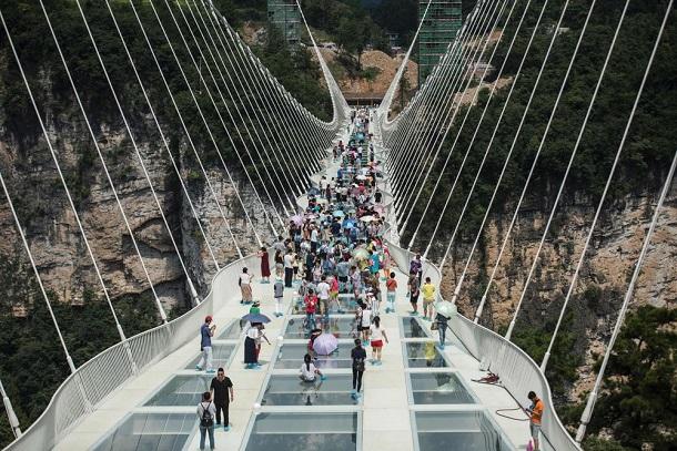 Sa fermeture inquiétait, la Chine rassure : Son hallucinant pont en verre, le plus grand du monde, est totalement sûr