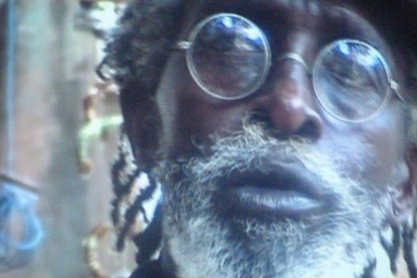 Malade et dans le désarroi Issa Samb dit Joe Ouakam reçoit une sommation pour déguerpir dans les 24 heures