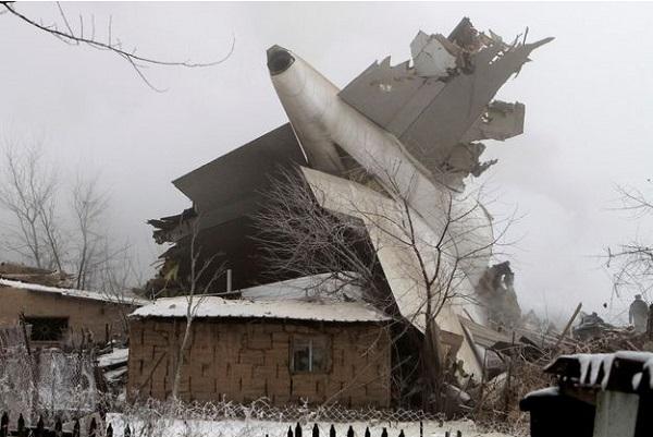 Kirghizstan Un avion-cargo turc s'écrase sur des habitations faisant au moins 32 morts dont 6 enfants.