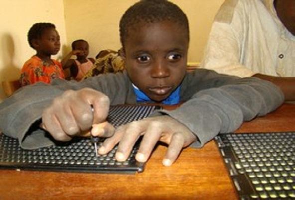 Promotion et défense des droits de l'Homme L'U.E appuie l'accès à l'éducation inclusive pour les enfants souffrant d'un handicap