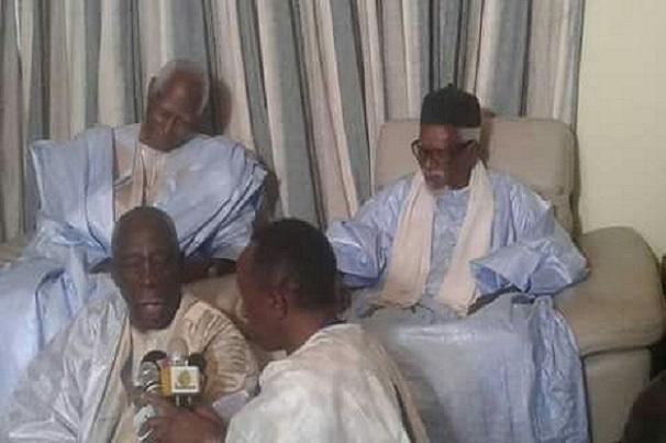 Mbacké Cadior Abdou Diouf, l'ancien président du Sénégal, rend visite au Khalife général des Mourides