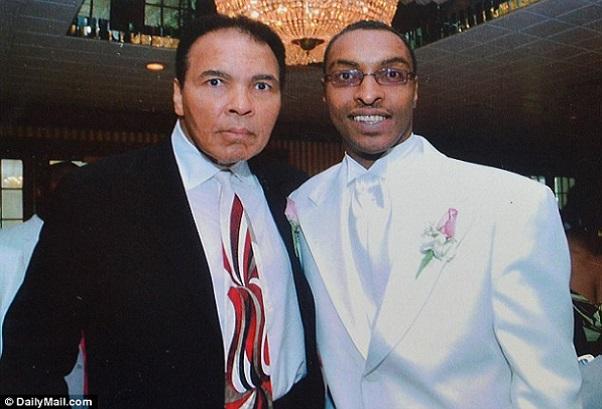 Hollywood Longuement interrogé sur sa religion, au finish le musulman suspecté est… le fils de Muhammad Ali
