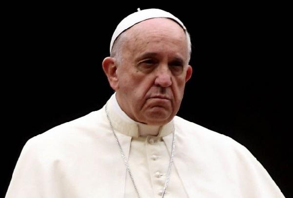 Double vie : un cardinal remet un document au Vatican révélant 40 noms de prêtes homosexuels