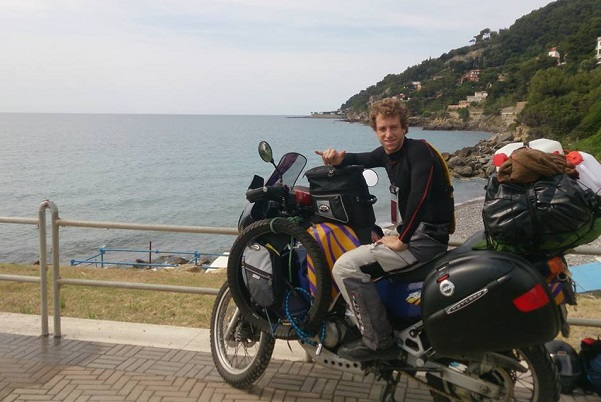 Le tour d'Afrique en moto et en solitaire Un jeune Italien fait 40 000 km et capitalise une magnifique expérience humaine
