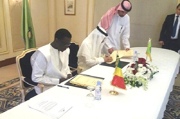 Sénégal-BID Signature de deux accords de financement portant sur le domaine pastoral et sur le Train Express Régional