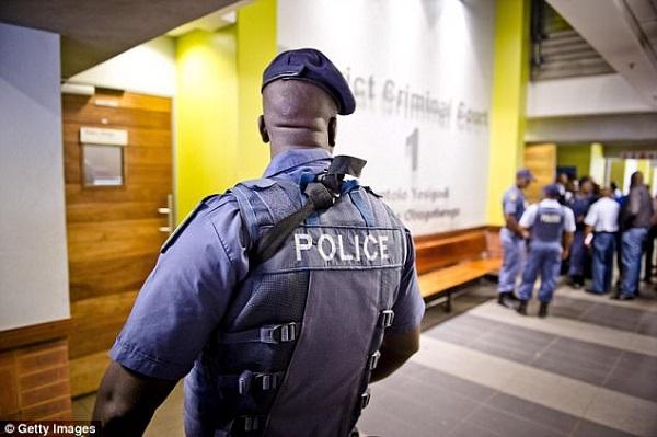 Afrique du Sud Un jeune homme de 23 ans abandonné dans un champ, après avoir été séquestré et violé par trois femmes