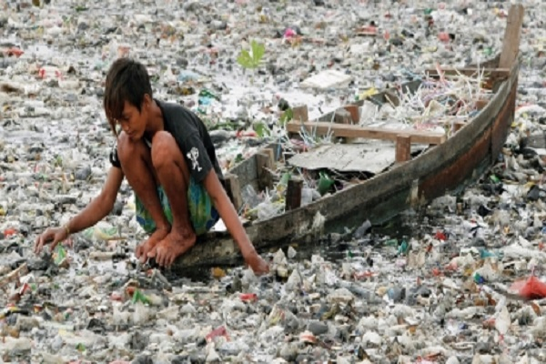 Le monde bientôt étouffé par le plastique : en 2050, plus de plastique que de poissons dans nos océans