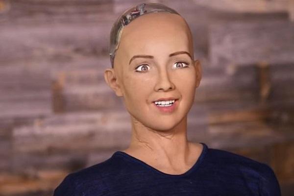 High-Tech : l'Arabie-Saoudite accorde la citoyenneté à un robot, une première mondiale qui crée des vagues