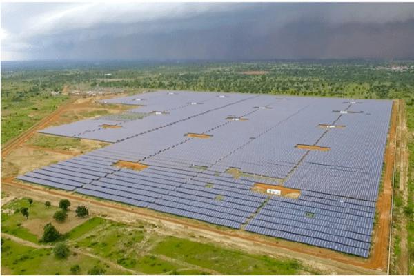 Energie renouvelable: Kaboré et Macron inaugurent la plus grande centrale solaire de l'Afrique de l'ouest
