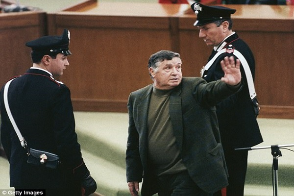 Italie : mort de Salvatore ''Toto'' Riina, ancien chef de la Mafia sicilienne