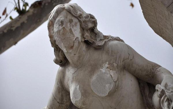 Algérie : Un homme face au juge après avoir attaqué une statue dans la ville de Sétif