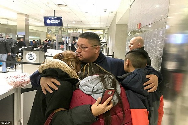 Durcissement des lois anti-immigration de Trump : Marié à une Américaine, un Mexicain expulsé des Etats-Unis après 29 ans de présence…