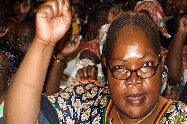 Zimbabwe : L'ex vice-présidente Joice Mujuru, chef de file de l'opposition agressée en plein meeting
