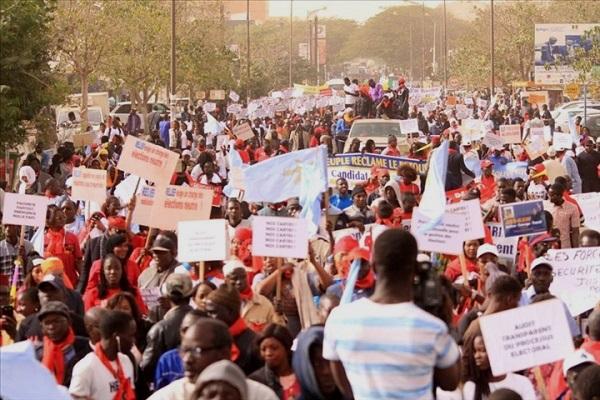 Marche de l'opposition : irrégularités du système électoral, précarité, mauvaise gestion, liquidation de ses adversaires politiques…ça tire tous azimuts sur le régime de Macky Sall