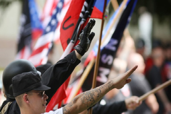 Texas : la police arrête 57 suprématistes blancs dans un énorme buste criminel