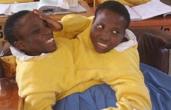 Tanzanie : mort de deux sœurs siamoises devenues des étudiantes célèbres