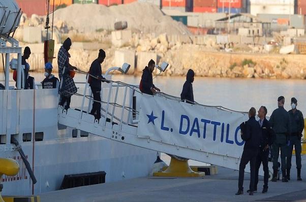 Migration internationale : Coincés en mer depuis 9 jours, le premier bateau des 629 rescapés a fait son entrée à Valence