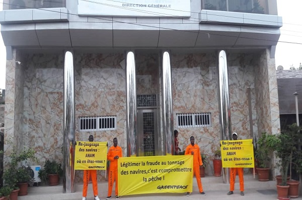 Pêche : Des militants de Greenpeace ont protesté devant les locaux de l'ANAM pour exiger le re-jaugeage complet des navires de pêche au Sénégal