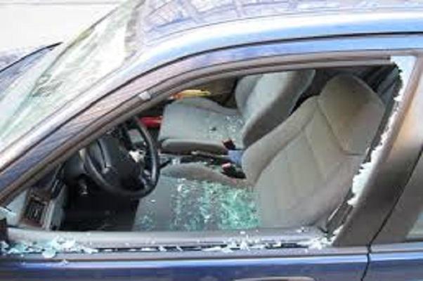 Thiénaba : le véhicule du pharmacien Ismaïla Diallo, responsable local de Pastef-(Sonko) vandalisé