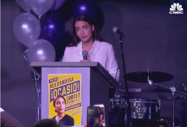 Etats-Unis/Elections à mi-mandat : Alexandria Ocasio-Cortezt la plus jeune femme élue au Congrès