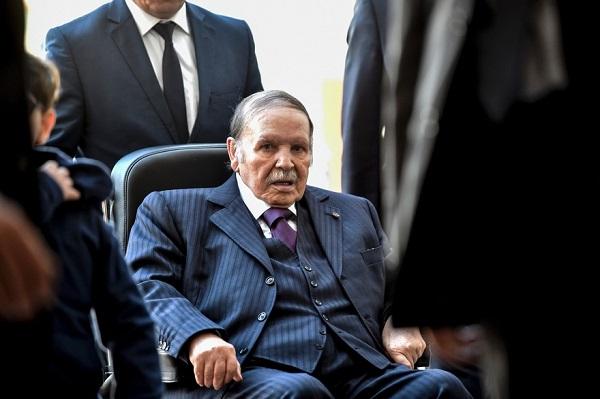 Algérie : Bouteflika renonce à postuler pour 5ième mandat, repousse les élections et limoge son Premier ministre