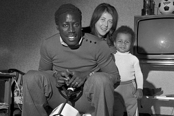 France : le footballeur Jean-Pierre Adams  dans un coma profond depuis le 17 mars 1982