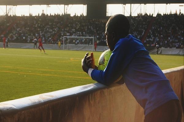 Alerte Trafic : de jeunes footballeurs africains souvent exposés à la criminalité organisée et à l'exploitation par des agents peu scrupuleux.
