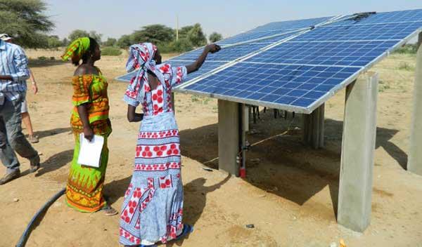 Accès des ménages ruraux aux systèmes solaires domestiques :  Un financement de 16 millions de livres sterling pour financer les entreprises évoluant dans le secteur