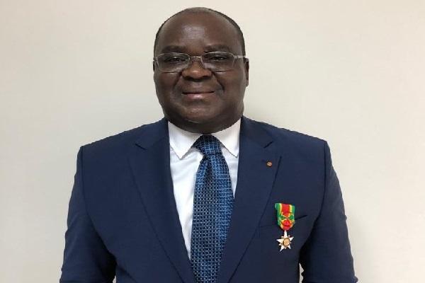 Togo : Dr Edoh Kossi Amenounve le Directeur General de la BRVM fait officier de l'ordre du Mono