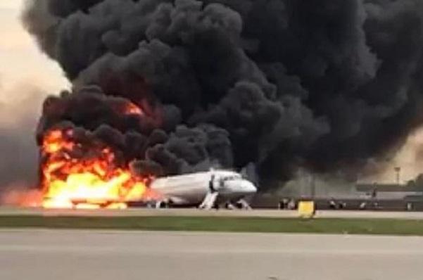 Russie : un avion de ligne de la compagnie russe Aeroflot s'embrase à l'atterrissage et fait 41 morts, plusieurs blessés (S Figaro)