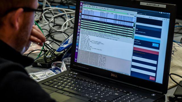 Cybersécurité et  cybercriminalité au Sénégal :  Plaidoyer pour  amener le gouvernement  à adopter une stratégie nationale respectant les droits de l'homme