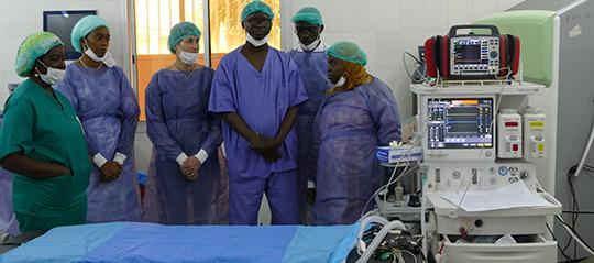 Chirurgie pédiatrique :  Des médecins se penchent sur deux pathologies congénitales très rares