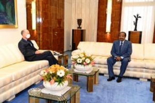Cameroun: une apparition publique de Paul Biya coupe court aux rumeurs sur son absence, mais suscite des commentaires