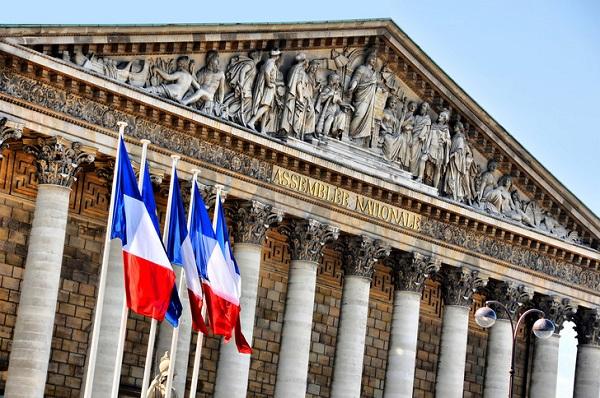 France-Proposition de loi visant à interdire la diffusion d'images de policiers : RSF demande que ce texte ne soit ni inscrit à l'ordre du jour de l'assemblée, ni examiné.