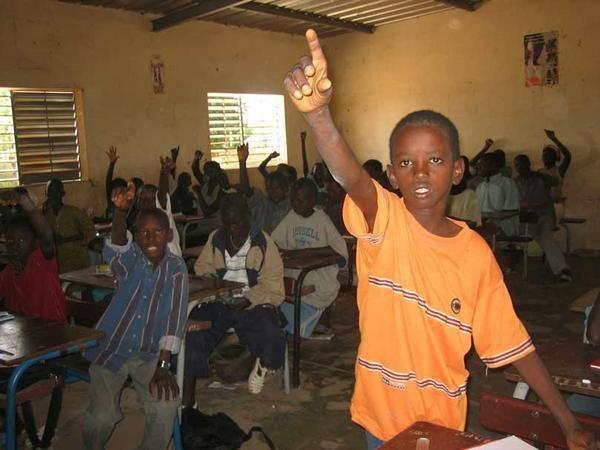 Le contraste sénégalais : Le gouvernement, de plain-pied dans la rue, l'école au bord du gouffre
