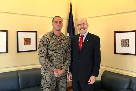 Un caporal de l'armée américaine distingué : il avait sauvé un homme de la mort