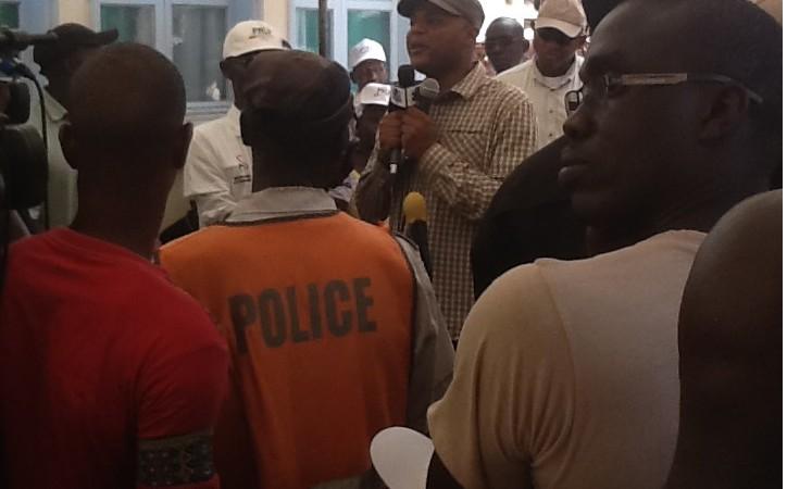 Clôture des vacances citoyennes,  Mame Mbaye Niang remplace le concert de Youssou Ndour par une visite de solidarité  à Pikine