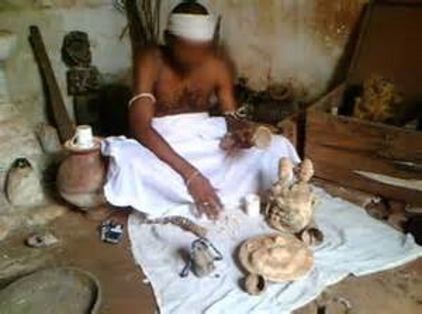 Encore et toujours  le mystique ! Un jeune salue un Guinéen et perd ses bijoux… d'homme