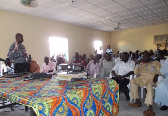 Tchad/Projections à Mongo : le turban et les lunettes de M. Habré ne passent pas