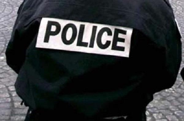 Pour arnaquer une prostituée, il se fait passer pour un policier  et tombe sur un vrai flic