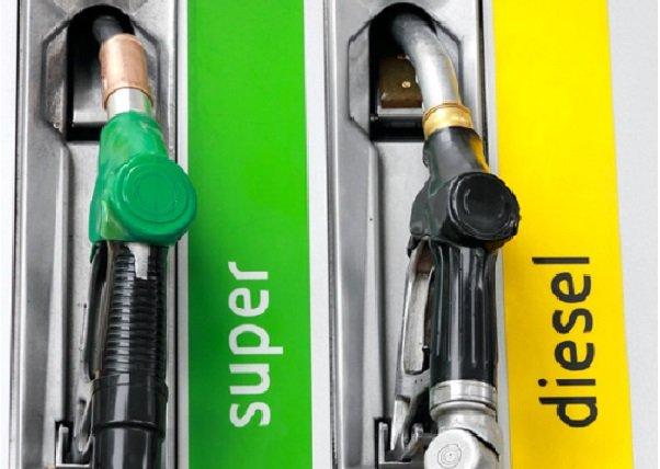 Lomé : les stations-services prises d'assaut par les usagers suite à des rumeurs sur une hausse du prix des produits pétroliers…