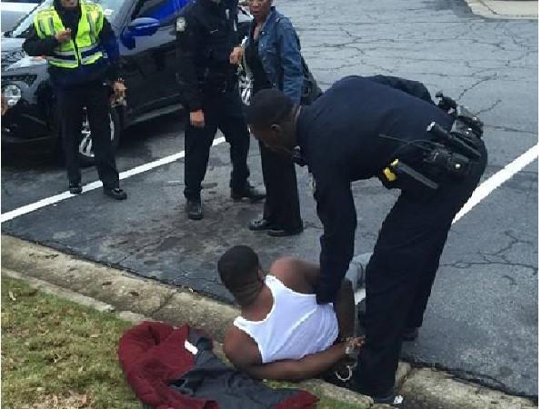 La police d'Atlanta braque un rappeur qui venait de retirer 200.000 dollars de sa banque