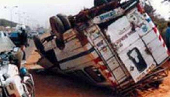 Un camion écrase littéralement un car « Ndiaga Ndiaye'',  14 miraculés évacués aux urgences