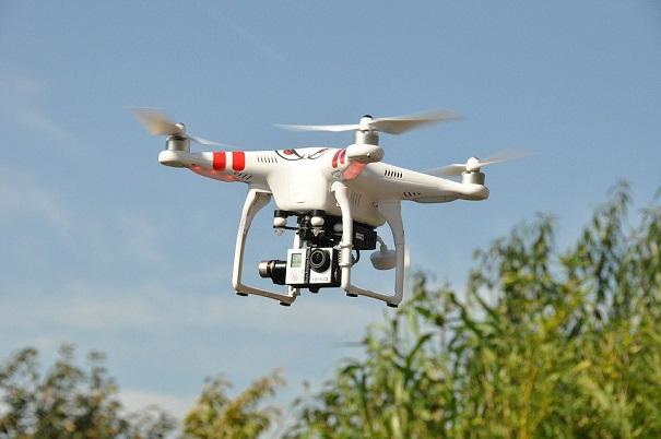 Lutte contre la COVID-19 : un gouverneur demande des drones pour contrer les cas importés