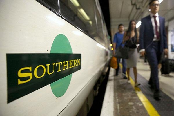 Angleterre Un homme armé poignarde un passager et sème la panique en criant « je veux tuer un musulman ! »