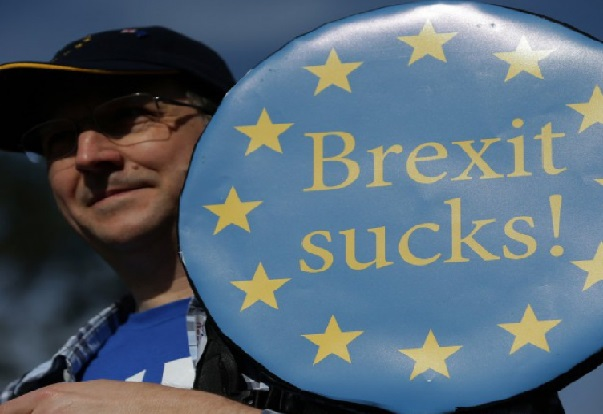 Brexit : le projet d'accord de Theresa May rejeté par les députés britanniques