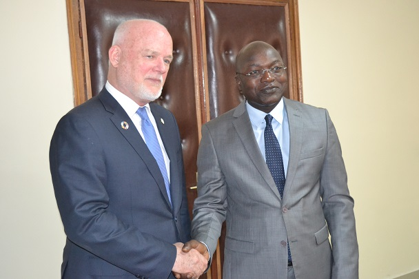 En visite à Dakar :  M. Peter Thompson, Président de l'Assemblée générale de l'ONU reçu par le Ministre Oumar Gueye